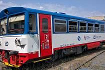 Motorový vůz 810 v barvách PID.