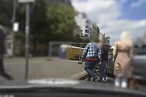 Sedmatřicetiletého dealera drog, který své obchody dokázal skloubit s prací kapitána výletní lodi, a jeho o tři roky staršího dodavatele dopadli kriminalisté I. obvodu pražské policie.