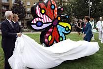Praha 7 představila nové Ortenovo náměstí se sochou plastického motýla s názvem Garden Butterfly od brazilského umělce Romera Britta.