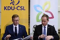 Předseda KDU-ČSL Pavel Bělobrádek a předseda hnutí Starostové a nezávislí (STAN) Petr Gazdík podepsali koaliční dohodu o spolupráci.