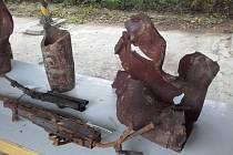 Torzo zbraní z muničního areálu ve Vrběticích.