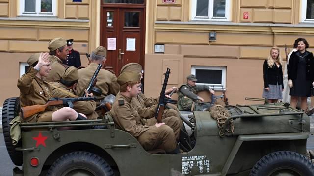 Pořadatelům rekonstrukcí bitev z 2. světové války hrozí, že nebudou moct používat ani slepé zbraně