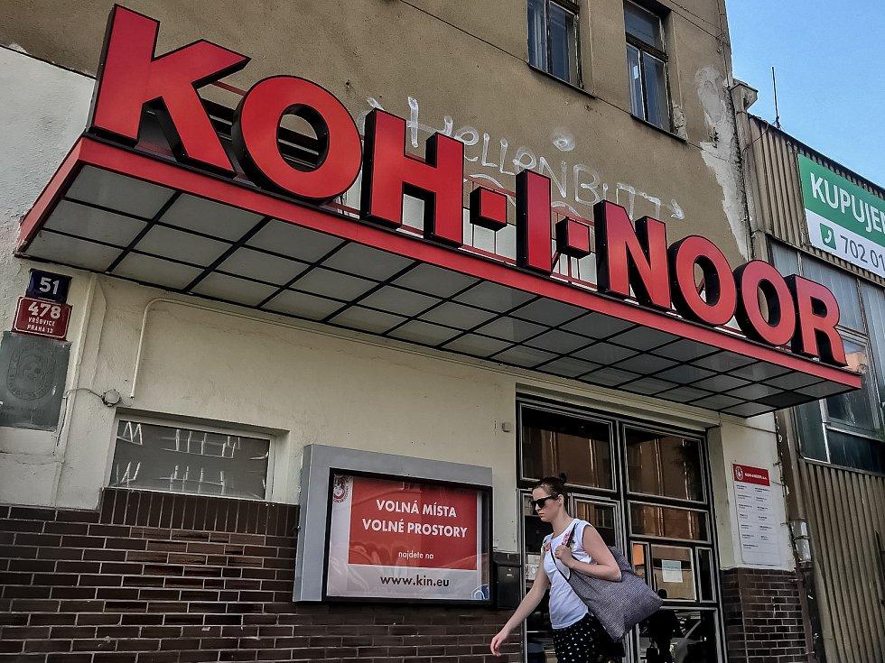 Budova Koh-i-noor 24. dubna v Praze.