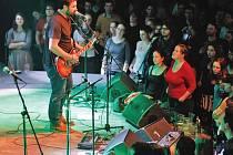 Slovenští Korben Dallas zažili v Lucerna Music Baru vyprodanou pražskou premiéru. Přijeli s kladenskou kapelou Zrní.