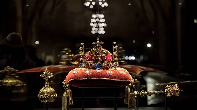 Korunovační klenoty byly vystaveny 15. ledna ve Vladislavském sále na Pražském hradě.