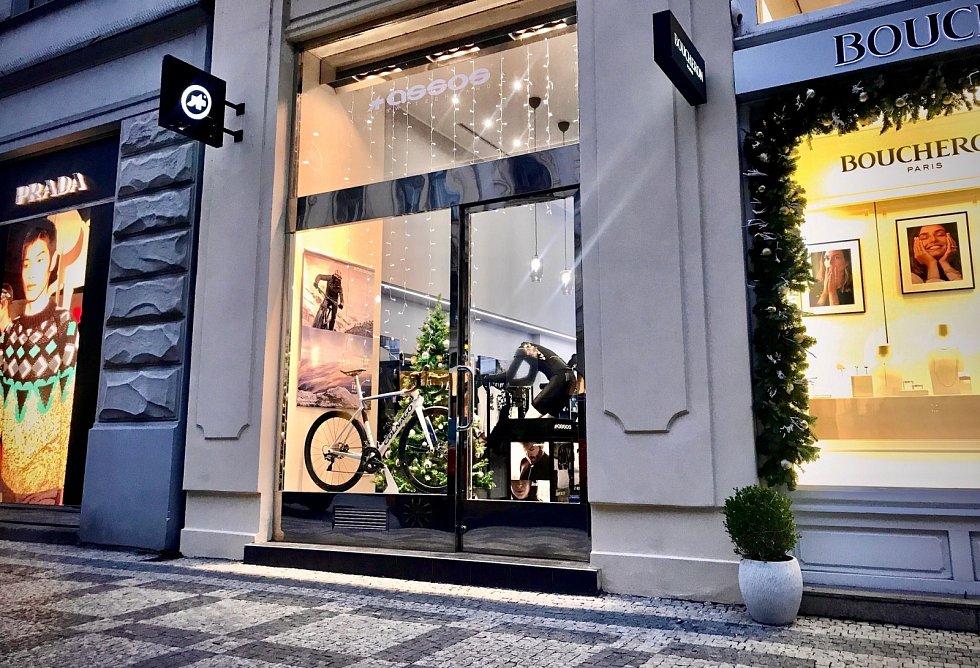 Butik Assos v pražské Pařížské ulici.