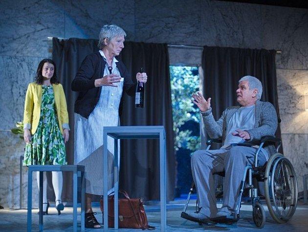Úsměv Dafné je inscenace o třech hercích