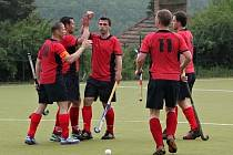 Hokejisté Presidentu (v červeném) deklasovali Pragu 10:1.