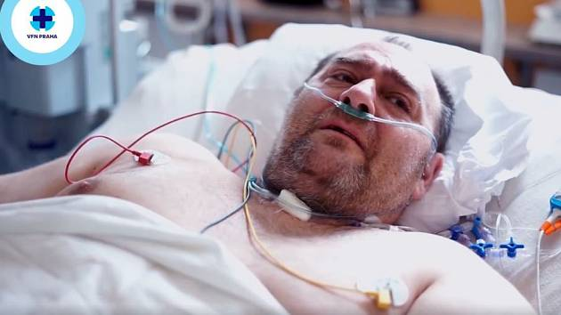 Uzdravující se taxikář poděkoval ve videonahrávce zdravotníkům za péči.