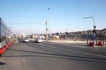 Pohled na křižovatce Evropské třídy a Horoměřické ulice, kde bude hlavní pěší vchod do plánovaného nového obchodního a administrativního centra Bořislavka.