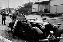 Heydrichovo auto po atentátu - Dne 27.května 1942 byl spáchán atentát na zastupujícího říšského protektora Reinharda Heydricha. Heydrichův automobil byl vrženou pumou poškozen v Kichmayerově ulici v Holešovičkách.