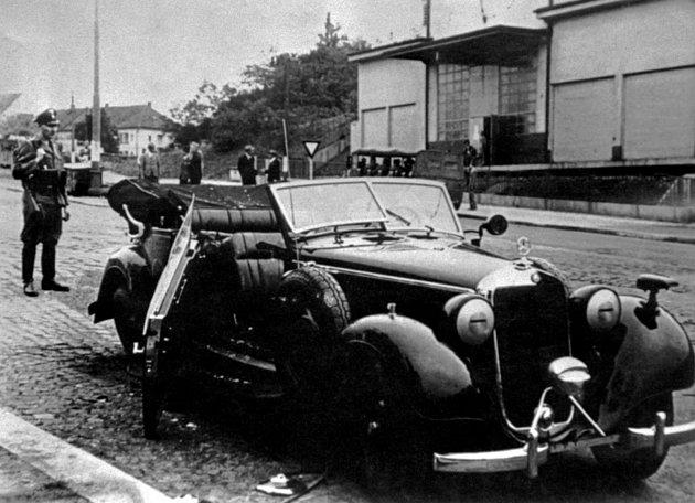 Heydrichovo auto po atentátu - Dne 27.května 1942byl spáchán atentát na zastupujícího říšského protektora Reinharda Heydricha. Heydrichův automobil byl vrženou pumou poškozen vKichmayerově ulici vHolešovičkách.