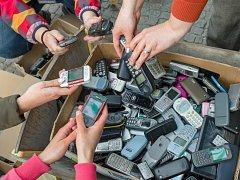 Nejvíce starých mobilů přinášejí do zoo děti.