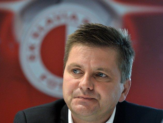 Trenér fotbalistů Slavie Praha Dušan Uhrin.