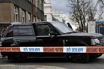Kriminalistům na Letné ujížděl cizinec podezřelý z násilné trestné činnosti, při pronásledování došlo ke střelbě.