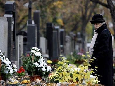 ZVÝŠENÝ DOHLED. Na důstojný průběh svátků budou na pražských hřbitovech dohlížet policejní hlídky./Ilustrační foto
