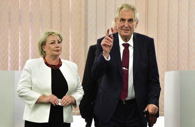 Prezident Miloš Zeman odevzdal svůj hlas v komunálních volbách.