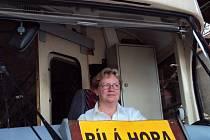 IVANA ŠŤASTNÁ je jednou z žen, které se po Praze prohánějí v tramvajích, a nabourávají tak stereotyp o tom, že některé profese se hodí jen pro muže.