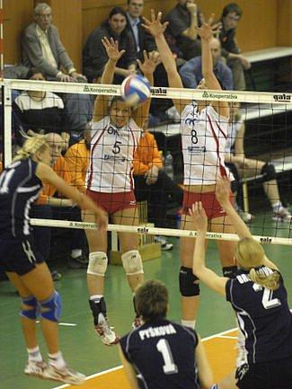 MAJÍ CO OPLÁCET. Volejbalistky Olympu prohráli první díl semifinálové série.