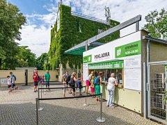Zoo Praha je pátou nejlepší zoo na světě. Jejími branami za loňský rok prošlo rekordních více než 1,4 milionu návštěvníků.