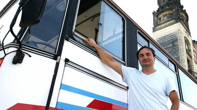 Autobus Drop In v Praze - na snímku lékař Zdeněk Veselý