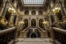 Zástupci Národního muzea v Praze předali 20. dubna symbolický klíč od historické budovy vítězi tendru na její rekonstrukci