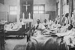 Nemocnice Emauzského kláštera. Beuronští bratři byli povětšinou německé národnosti. Za 1. světové války se tak starali o zraněné rakousko-uherské vojáky přicházející z fronty. Po vyhlášení republiky byli němečtí bratři vypuzeni, zůstali jen čeští.