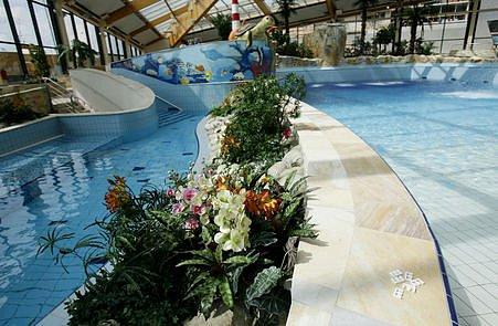 Největší aquapark ve střední Evropě nabídne široké spektrum vodních atrakcí a rozsáhlé relaxační centrum, saunový svět a moderní fitness centrum.