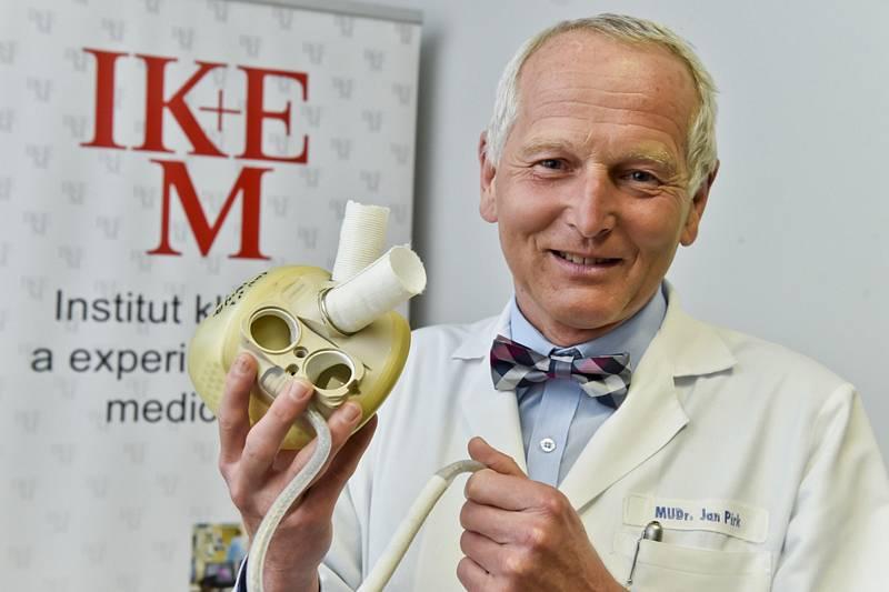 Jan Pirk skončí ve funkci přednosty kardiocentra Institutu klinické a experimentální medicíny (IKEM).