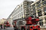 Na pražské Letné hořelo rozestavěné obchodní centrum.