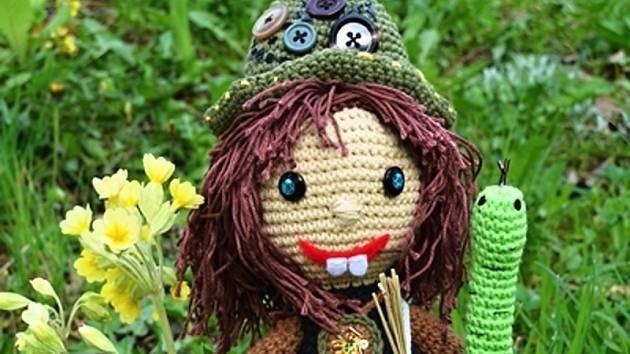 Čarodějnici Zubejdu, maskota festivalu, vyrobila Jitka Šmídová.