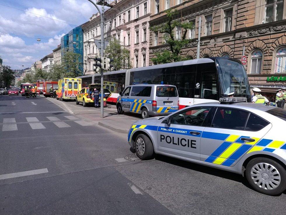 U I. P. Pavlova srazila tramvaj dva lidi.