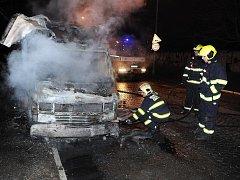 Požár automobilu v ulici U seřadiště