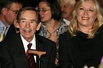 Exprezident Václav Havel obdržel v sobotu v centru součastného umění DOX cenu Jána Langoše. Na slavnostní ocenění dorazila i slovenská premiérka Iveta Radičová.