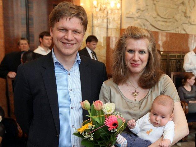 Primátor Tomáš Hudeček přívítal pražské občánky narozené 1.ledna 2014. Rezidence primátora 2.dubna.