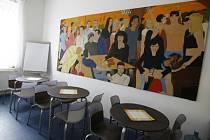 Dům světla pro lidi infikovaných virem HIVbyl v pražském Karlíně otevřen 11.srpna 1999. V klidném prostředí je zde zajištěno soukromí pro všechny návštěvníky a skupina pracovníků domova je připravena poskytnout pomoc, informace nebo podporu.