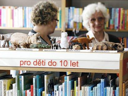 PRO VĚRNÉ ČTENÁŘE I PRO ZAČÁTEČNÍKY. Knihovna na Pohořelci je opět v provozu, peníze na její provoz poskytla městská část.