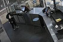 Krádež pokladny v obchodním centru na Žižkově.