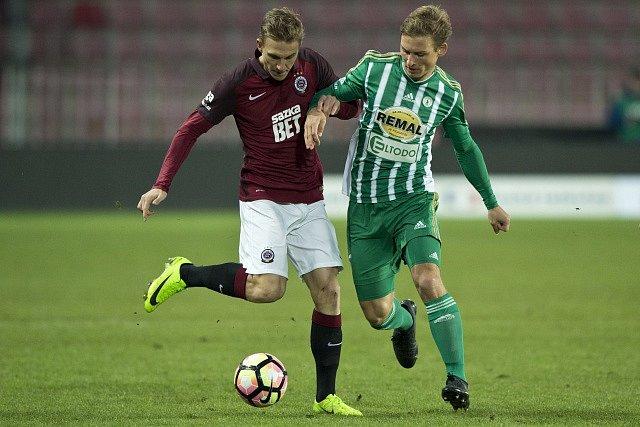 Bořek Dočkal ze Sparty a Michal Hubínek z Bohemians .
