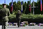 Pietní akt k Pražskému povstvání na Ďáblickém hřbitově.