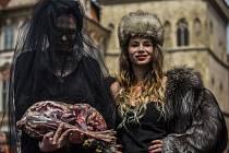 Symbolická krvavá módní přehlídka aktivistů ze spolku OBRAZ - Obránci zvířat se uskutečnila 19. května 2015 na Staroměstském náměstí v Praze.