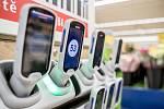 Novinka pro ulehčení nakupování Scan and Shop v supermarketu Tesco v pražském Edenu 12. února.