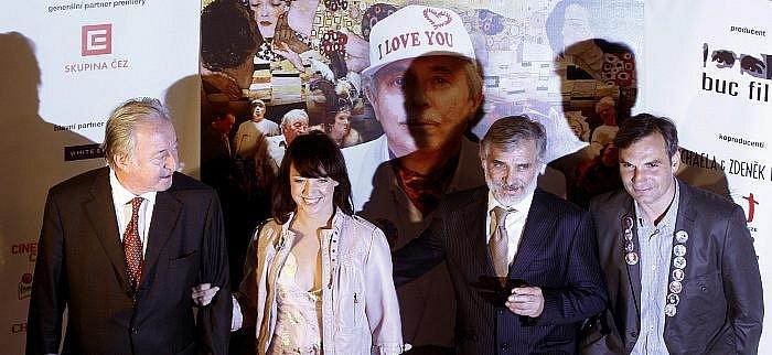 V pražském kině Lucerna měl 22. března premiéru film Václava Havla Odcházení. Na snímku zleva Jiří Lábus, Taťána Vilhelmová, Kaiser a Jiří Macháček.