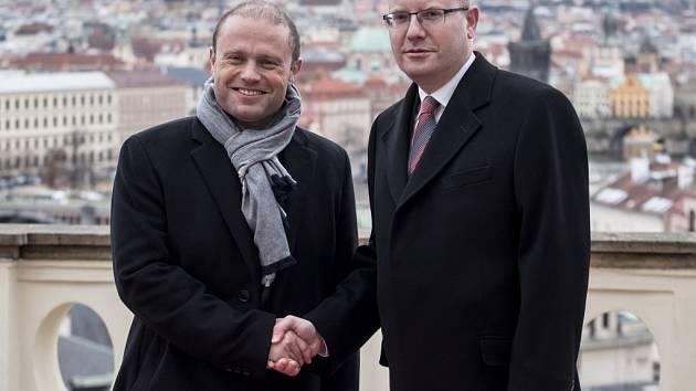 Premiér Bohuslav Sobotka přivítal vPraze maltského premiéra Josepha Muscata.