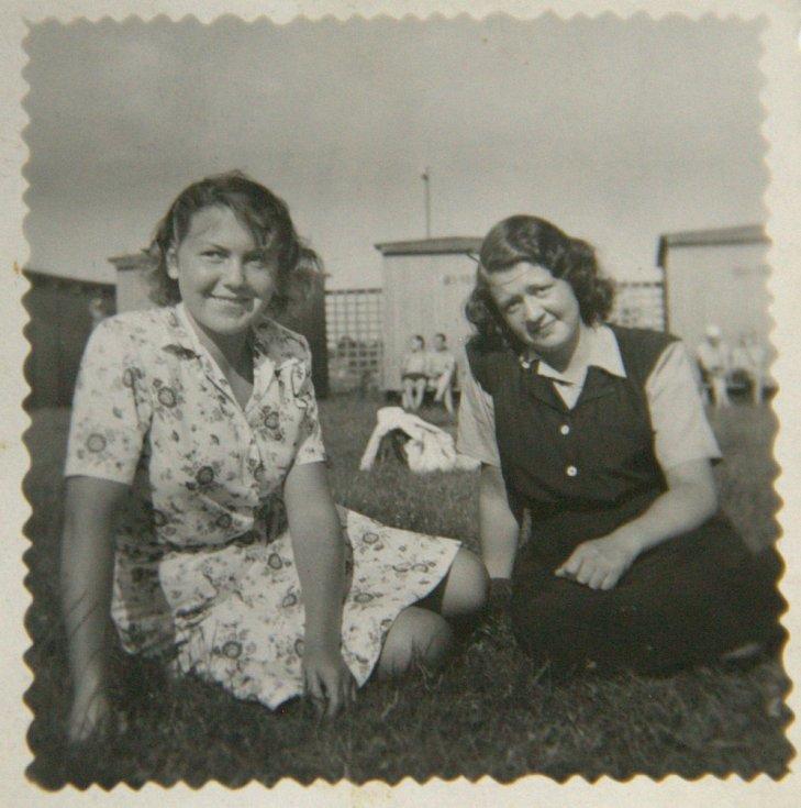 Eva (vlevo) s Hanou z dob studií v Ústí nad Labem.