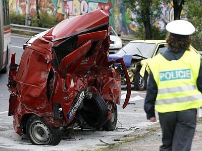 K vážné dopravní nehodě čtyř vozidel došlo 1. října v Modřanské ulici u nájezdu na Barandovský most.