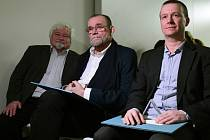 Petr Pithart, Vladimír Kučera (uprostřed) a Petr Honzejk (vpravo)