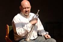 V orchestru Buddy Rich Bigbandu usedl také trumpetista Buddy Rich Bigband Jan Hasenöhrl, šéf Českého národního symfonického orchestru.