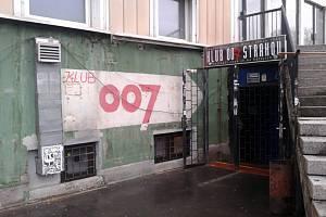 Klub 007 Strahov slaví 50. výročí od založení. Narozeninové koncerty a diskotéky začne punková kapela Visací zámek, která zde v roce 1982 odehrála první koncert.