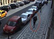 Mladík ukradl z auta batoh.